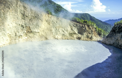 Deurstickers Fantasie Landschap Valley of Desolation, Dominica, Boiling Lake