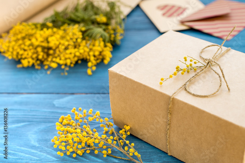 Poster concept gift flowers on wooden table mock up