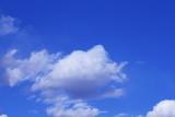青空と爽やかな雲