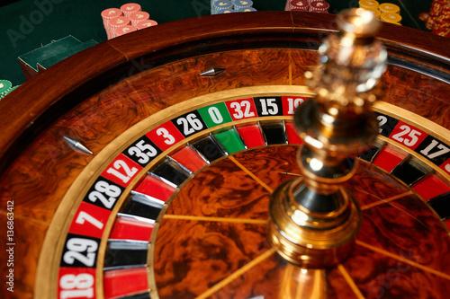 zero on the roulette wheel in the casino плакат