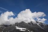 paesaggio invernale montagne neve nevicata sole alberi con neve neve fresca