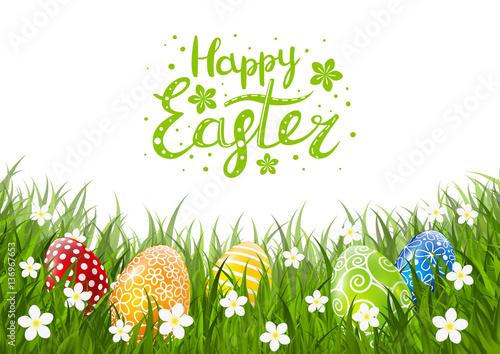 Barwi Wielkanocnych jajka na zielonej trawie