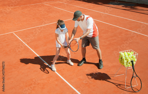 Fotobehang Tennis Tennis coach with talented young girl