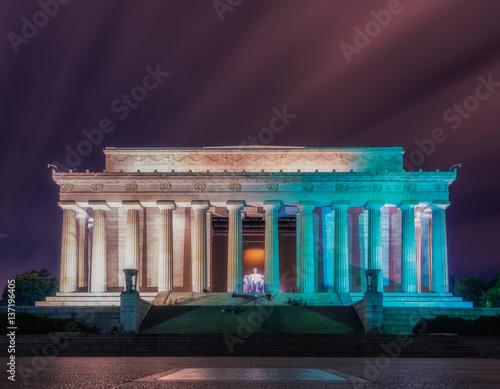 Washington DC, United States: Abraham Lincoln Memorial at night Poster