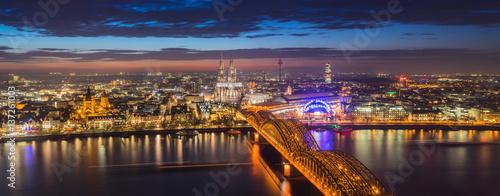 Köln bei Sonnenuntergang © shamm