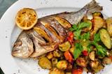 Dorada -  zapiekana ryba z warzywami.