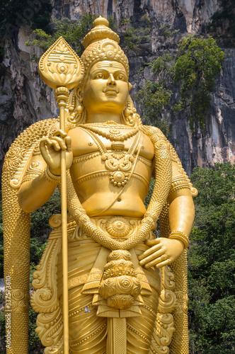 Deurstickers Kuala Lumpur Murugan Statue at the entrance of Batu Caves near Kuala Lumpur, Malaysia