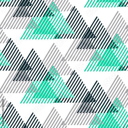 geometryczny-wzor-w-paski-i-trojkaty
