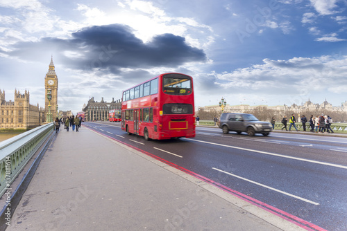 Poster Double decker bus in Westminster bridge