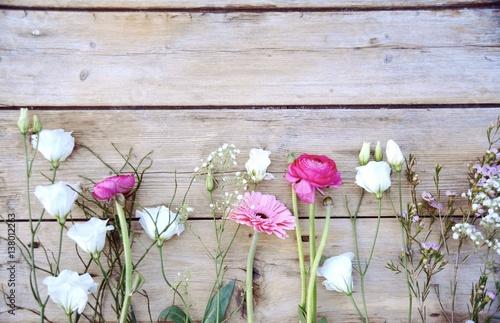 Leinwanddruck Bild Frühlingsblumen - Blumengrüße - Ranunkeln, Gerbera