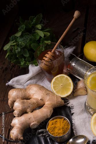 Poster lemon- ginger lemonade with honey