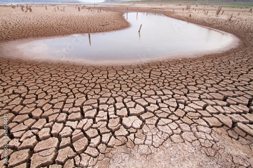Foto Murales Climate change drought land and water in lake