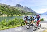 Fototapety Radsportler am Silsersee im Oberengadin