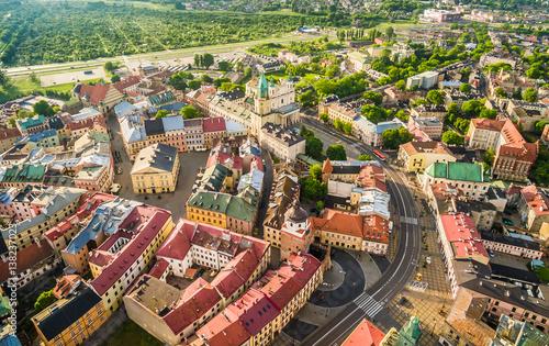 Zdjęcia na płótnie, fototapety na wymiar, obrazy na ścianę : Lublin - krajobraz starego miasta z powietrza. Atrakcje turystyczne lublina z lotu ptaka.