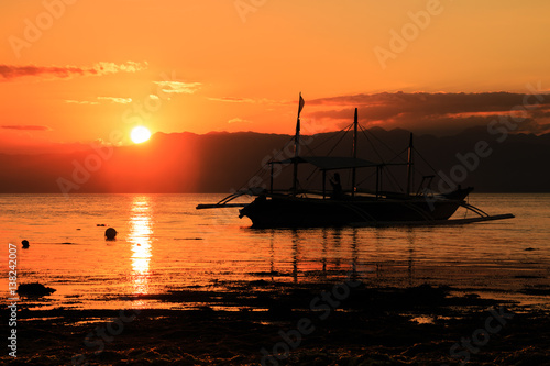 In de dag Oranje eclat Moalboal Sunset. (Philippines)