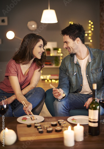 Papiers peints Sushi bar Man telling the romantic stories to his girfriend