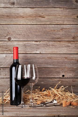 butelka-czerwonego-wina-i-szklanki