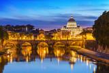 Zachód słońca w Bazylice Świętego Piotra, Rzym, Włochy
