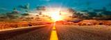 Concepto de aventuras y  viajes por el desierto.Paisaje carretera y puesta de sol. - 138704835