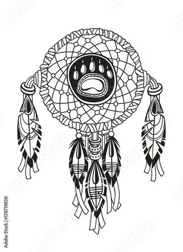 indischer-traumfanger-mit-ethnischen-ornamenten-und-federn