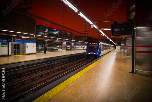 Estación metro madrid, ferrocarril subterraneo Poster
