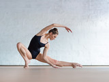 Young beautiful dancer posing in studio - 138992684