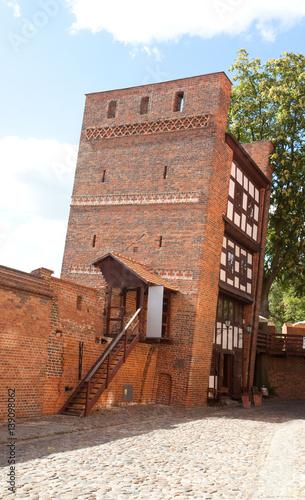 Krzywa Wieża z murami obronnymi, Toruń, Polska, Leaning Tower in Torun, Poland