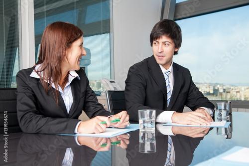 Leinwanddruck Bild Personen zufrieden in Businessverhandlungen