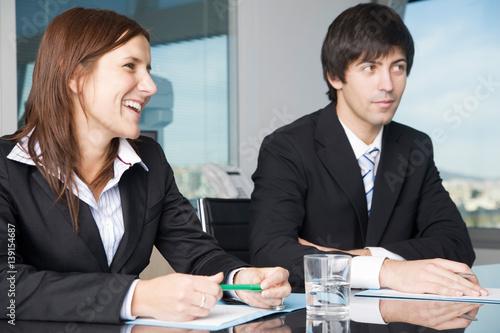 Leinwanddruck Bild Businessteam zufrieden in Verhandlungen
