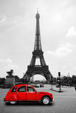 Eiffelturm in Paris mit roter Ente - Tour Eiffel Eiffeltower