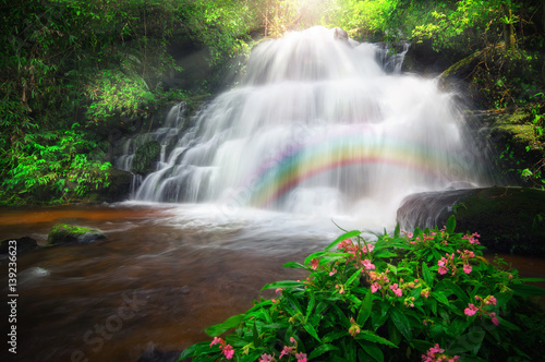 Fototapeta Man Daeng waterfall.