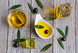 Olive oil with leaves and olives - 139306414