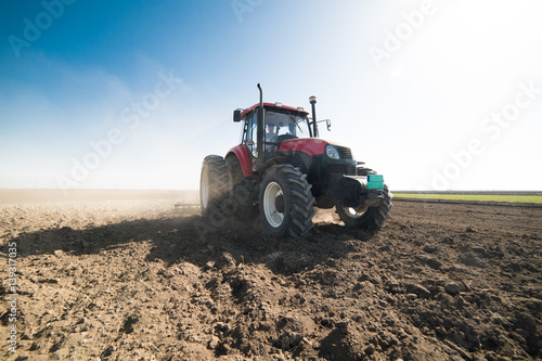 Plakát Tractor preparing land