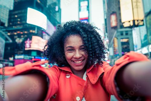 woman taking selfie in New york