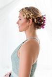 Natürliches romatisches Styling - Flechtfrisur für kurze Haare