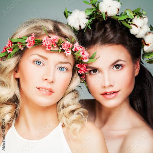 Fototapeta Beautiful Blonde and Brunette Models. Fashion Beauty Portrait of Nice Women with Flowers