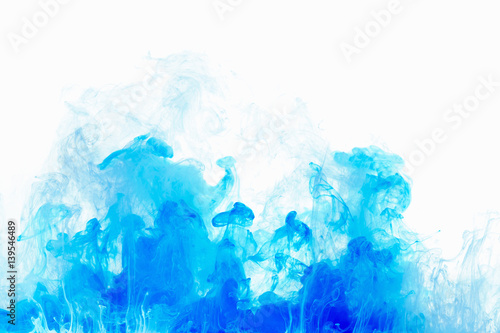 Poster Water planten Abstract background color ink drop in water. Blue cloud of paint on white.