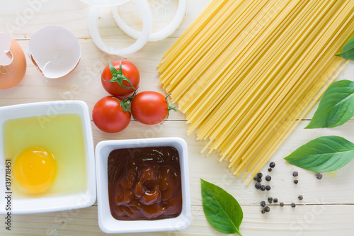 Stampa su Tela spaghetti with ingredients for cooking on wood background