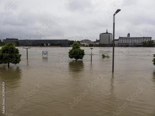 Fotobehang Rivier Hochwasser 2013, Linz, Österreich