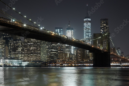 Foto op Plexiglas Brooklyn Bridge Brooklyn Bridge and New York city skyline illuminated at night