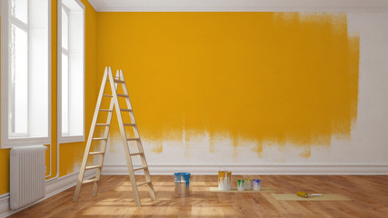 Wand mit gelber Farbe streichen bei Renovierung