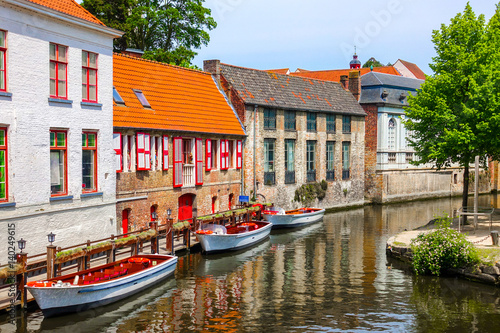 Papiers peints Bruges Historic medieval buildings with beautiful canal in the old town of Bruges (Brugge), Belgium