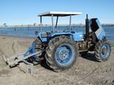 trattore sulla spiaggia