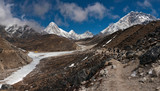 the tourists are on the trail to Everest - Nepal