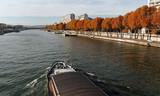 péniche et voie Georges Pompidou à Paris