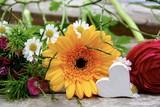 Blumenstrauß mit Herz - Frühlingsgrüße