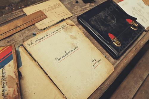 banc d'écolier, cahiers, livres et cartable 1940 Poster
