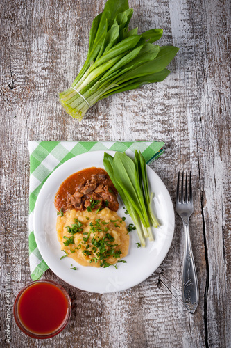 peas cooked with meat sauce
