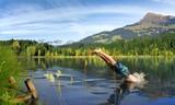 Fototapety Sprung ins Wasser - Sommerurlaub in Tirol