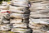 Stapel Altpapier. Alte Zeitungen - 141050802